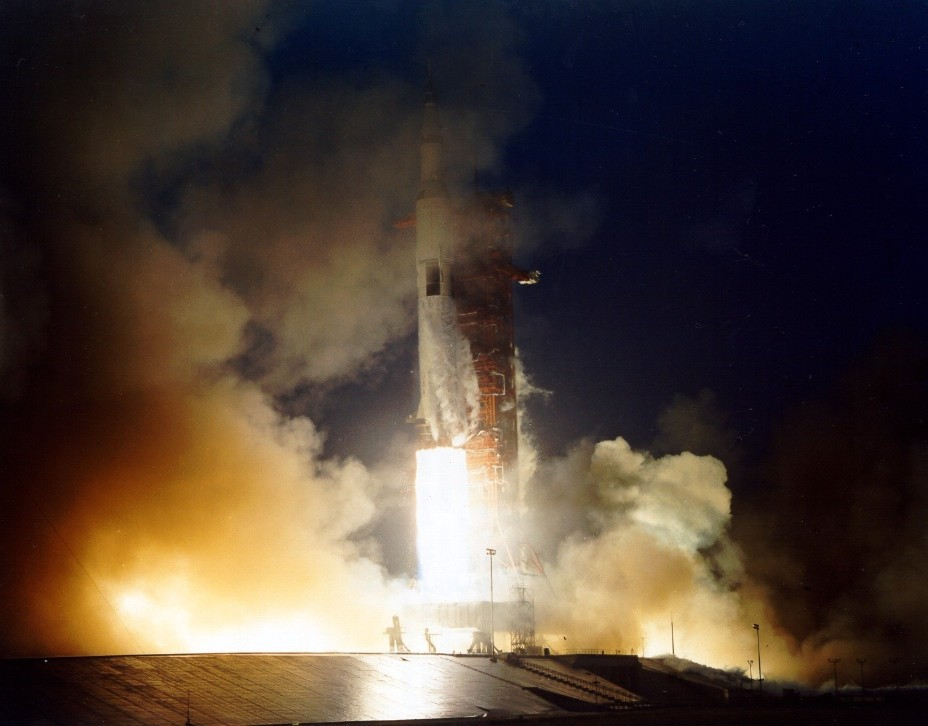 Apollo 12 Essay By Hamish Lindsay