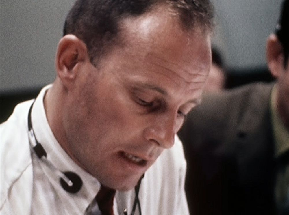 apollo 13 essay Apollo 13 by starring tom hanks, apollo 13 is a american drama film based on the book of last moon by jim lovell and jeffrey kluger at the begining, jim (tom hanks), fred haise (bill.