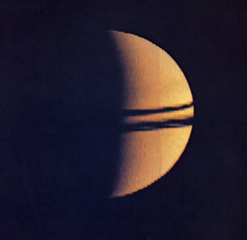 Pioneer 11 looks back on Saturn